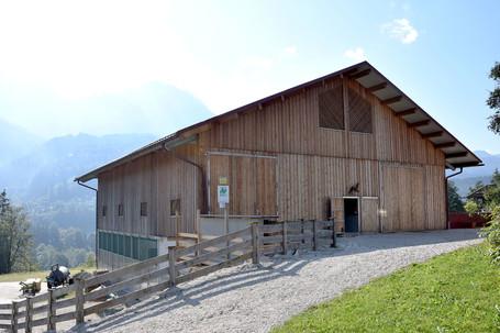 Bergehalle mit Holzverkleidung