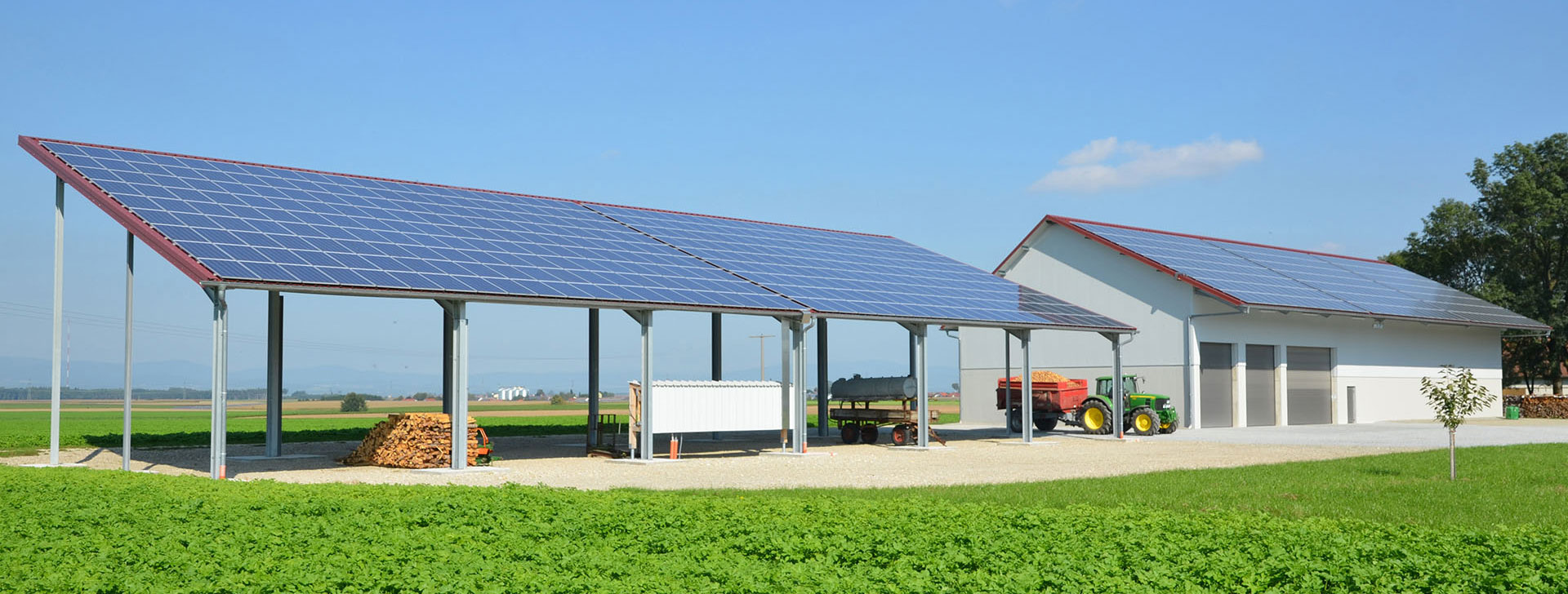 Halle mit Photovoltaik