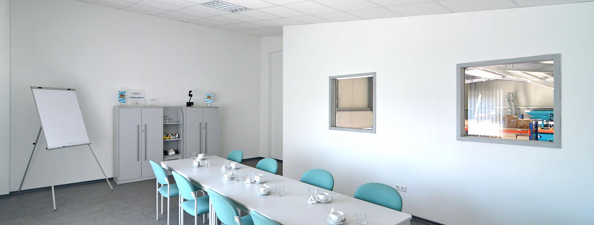 Besprechungsraum mit Fenster