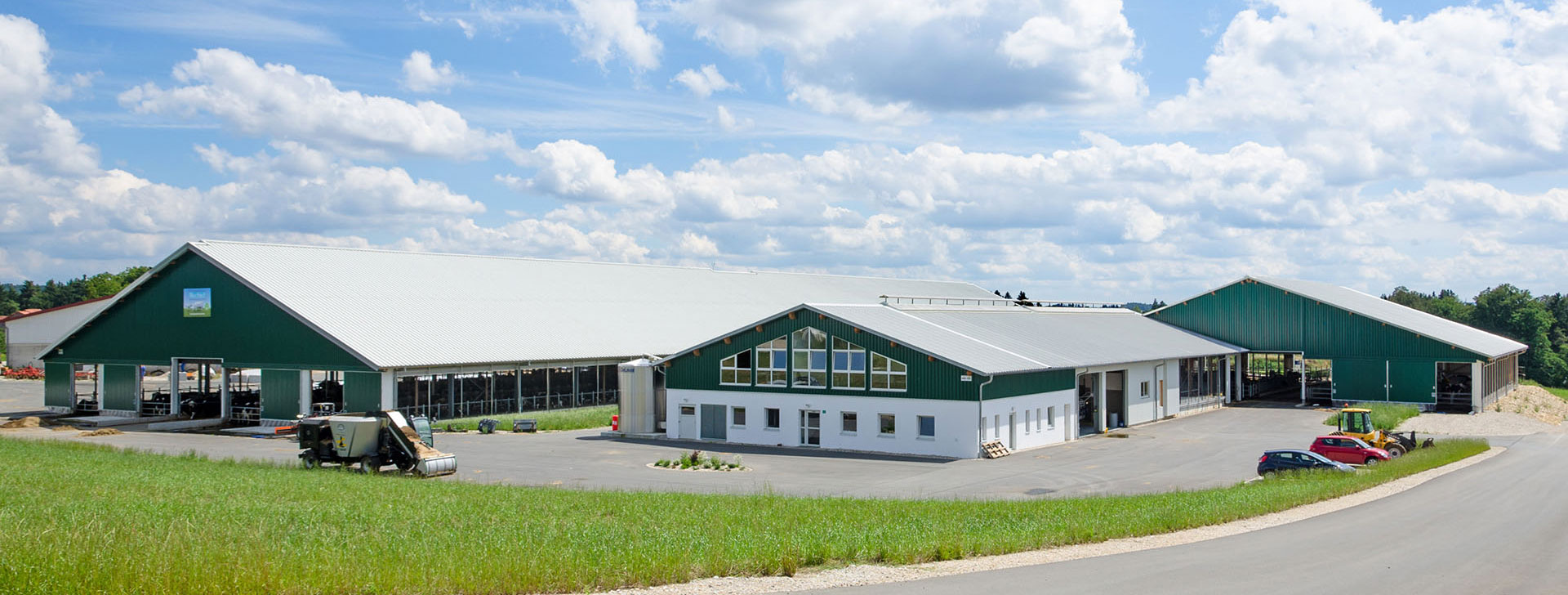 Bauernhof mit Boxenlaufstall