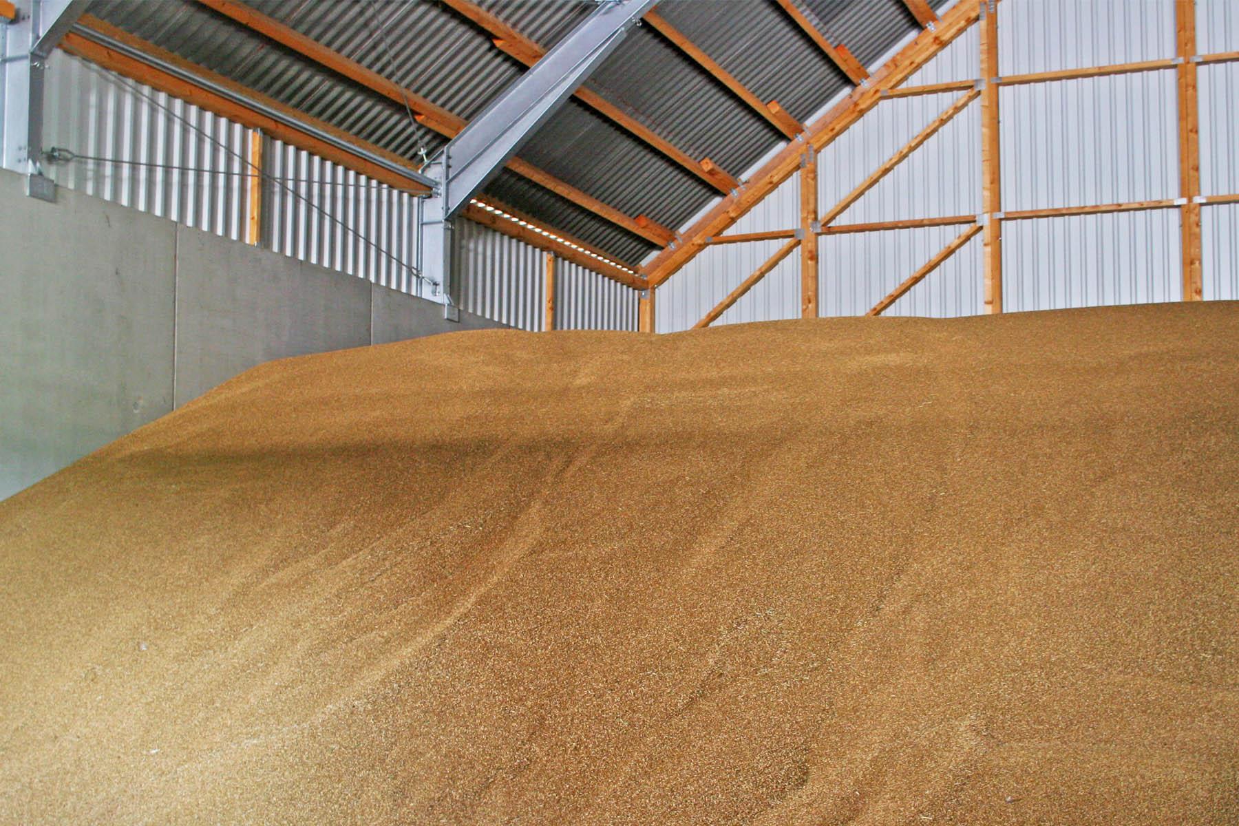 Getreidelagerung in Stahlhalle