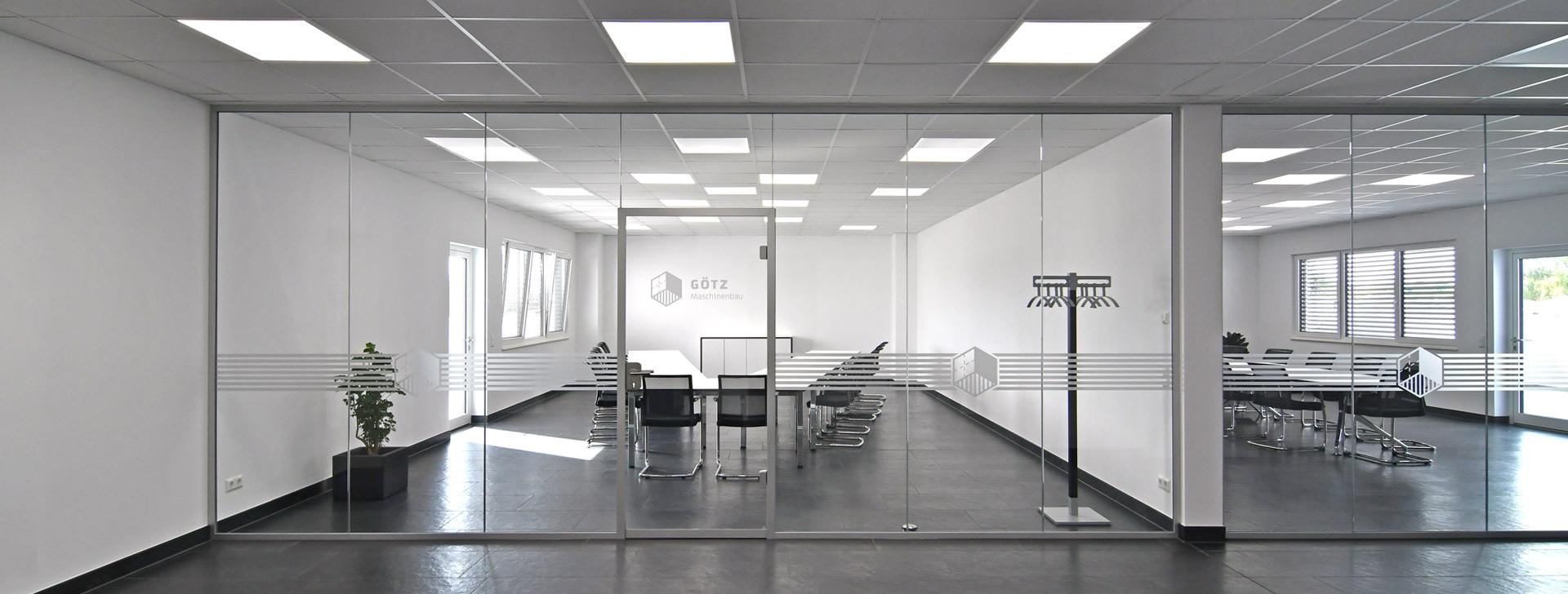 Büros mit Glaswänden