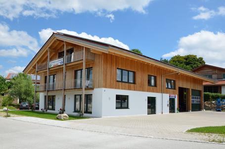 Werkhalle mit Buero und Wohnung