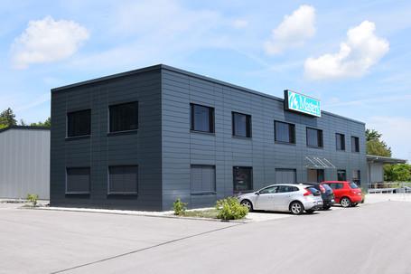 Lagerhalle mit Buero und FT-Garagen