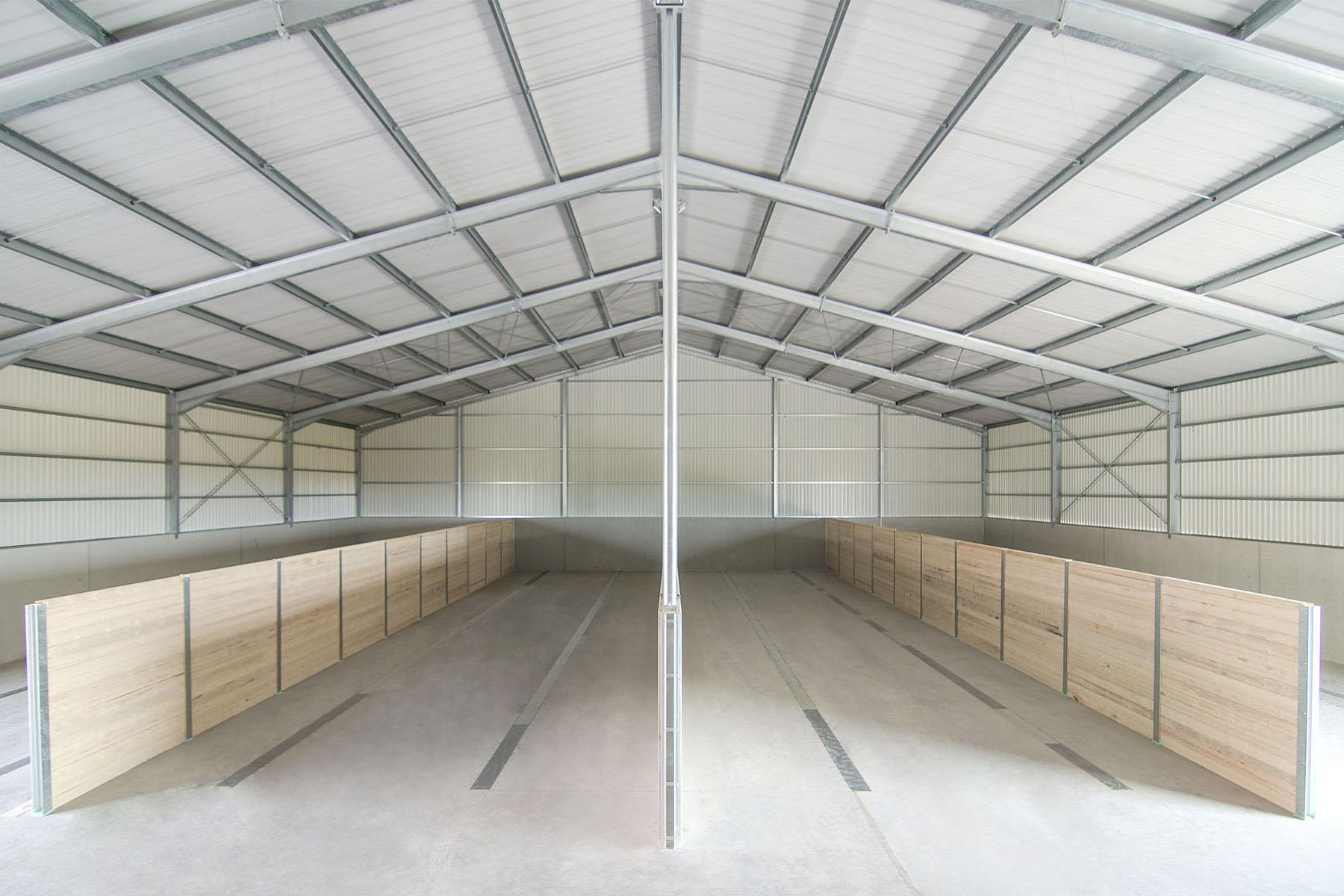 Stahlhalle mit Schüttwänden