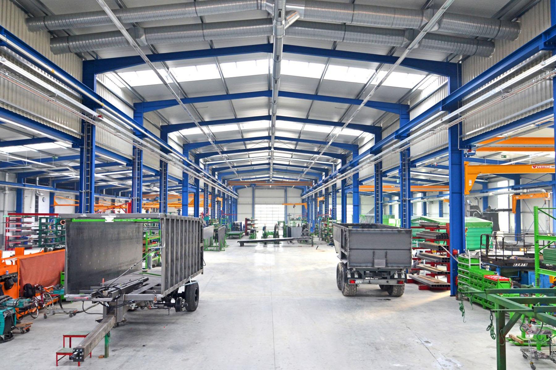 Produktionshalle mit Stahlrahmen