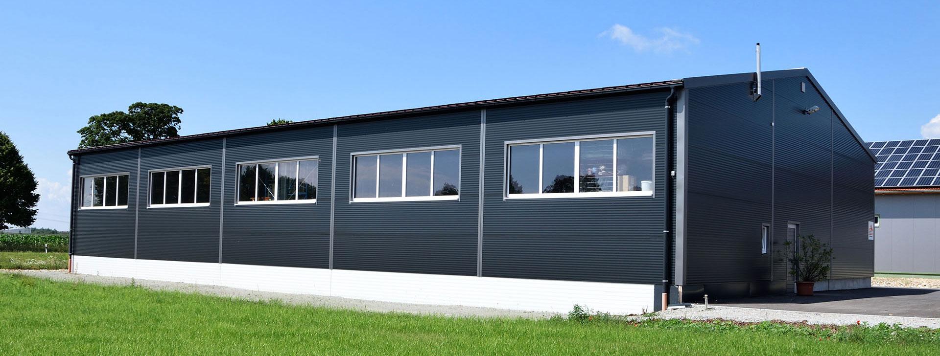 Lagerhalle mit Fensterband