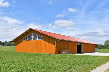 Maschinenhalle mit Holzverkleidung