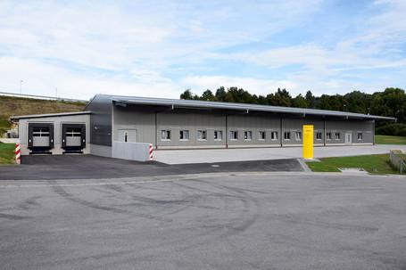 Lagerhalle mit Andockstationen