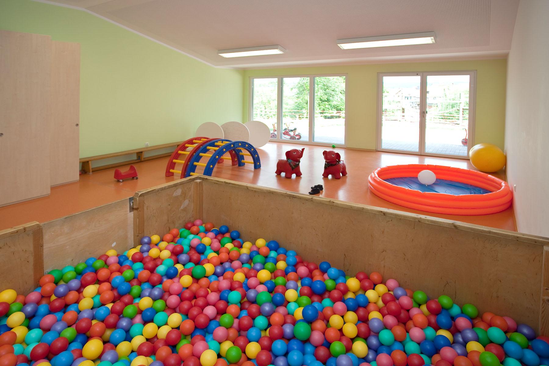 Bällebad im Kindergarten